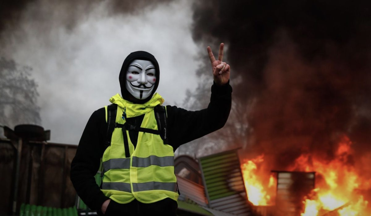 Liberty Links 12/2/18 – France Fuel Protests: Tear Gas Fired in Clashes in Paris